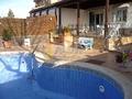 Terraza porche y piscina