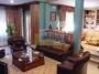 Salón y sala de estar en dos niveles